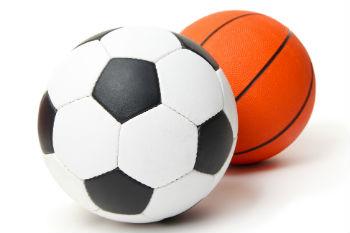 מגרש משולב מואר לכדורסל וכדורגל