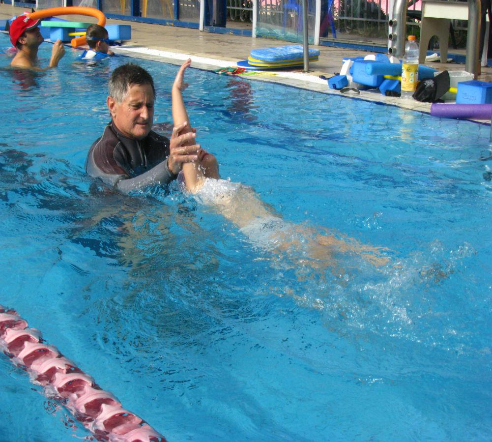 שחיה טיפולית