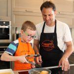 ילדים והורים מבשלים
